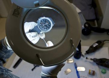 Pulizia e lubrificazione dei meccanismi a orologeria